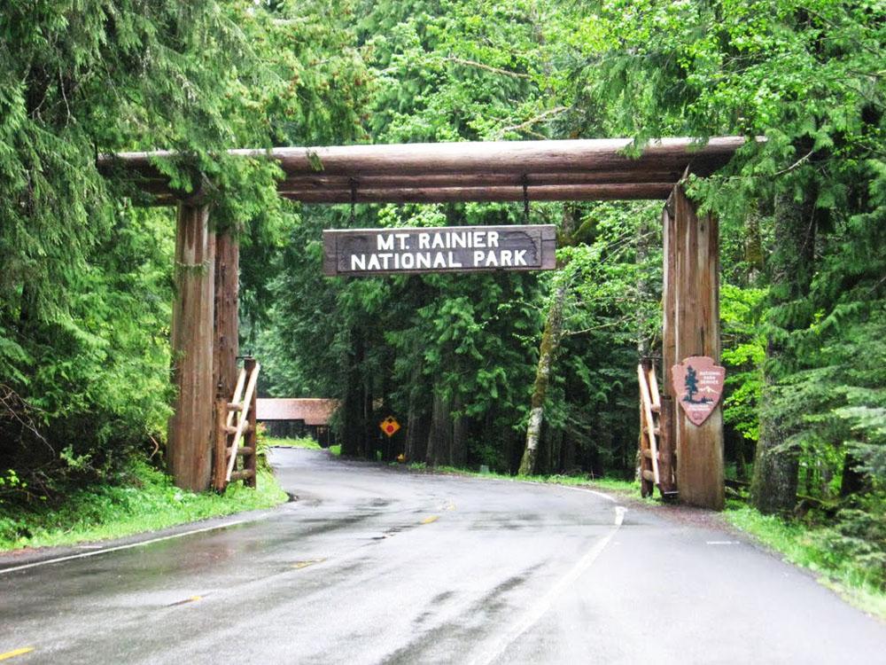 雷尼尔山国家公园入口景区大门设计